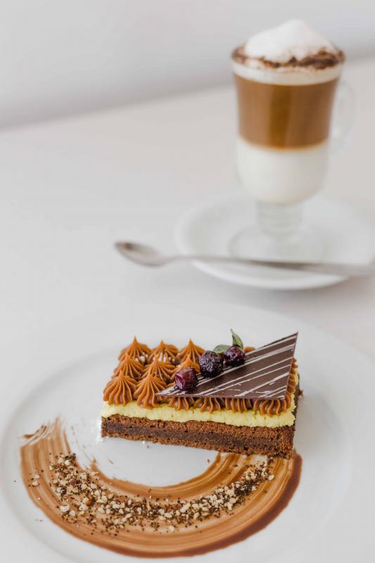 Húmedo de chocolate con crema de café